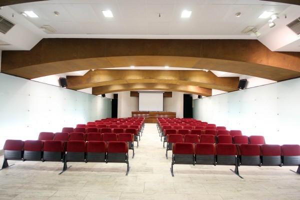 cb Remodelación sala conferencias 01
