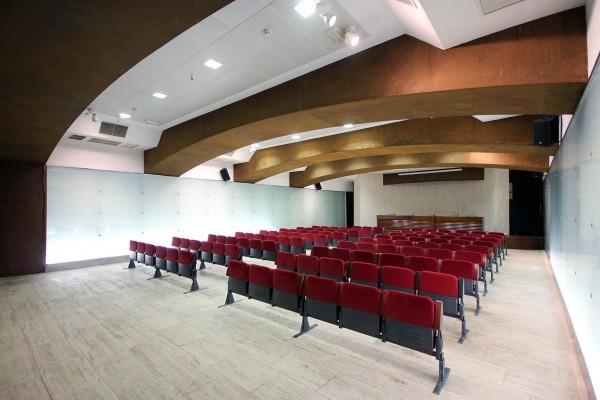 cb Remodelación sala conferencias 02